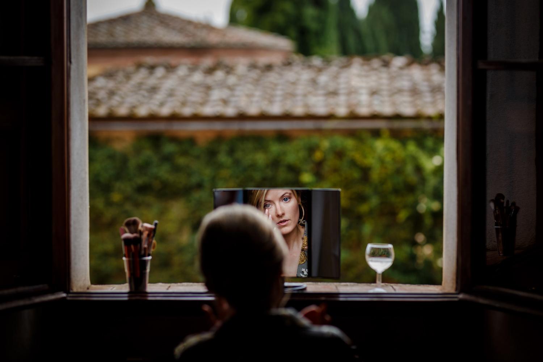 Katy getting ready for her Villa Catignano wedding
