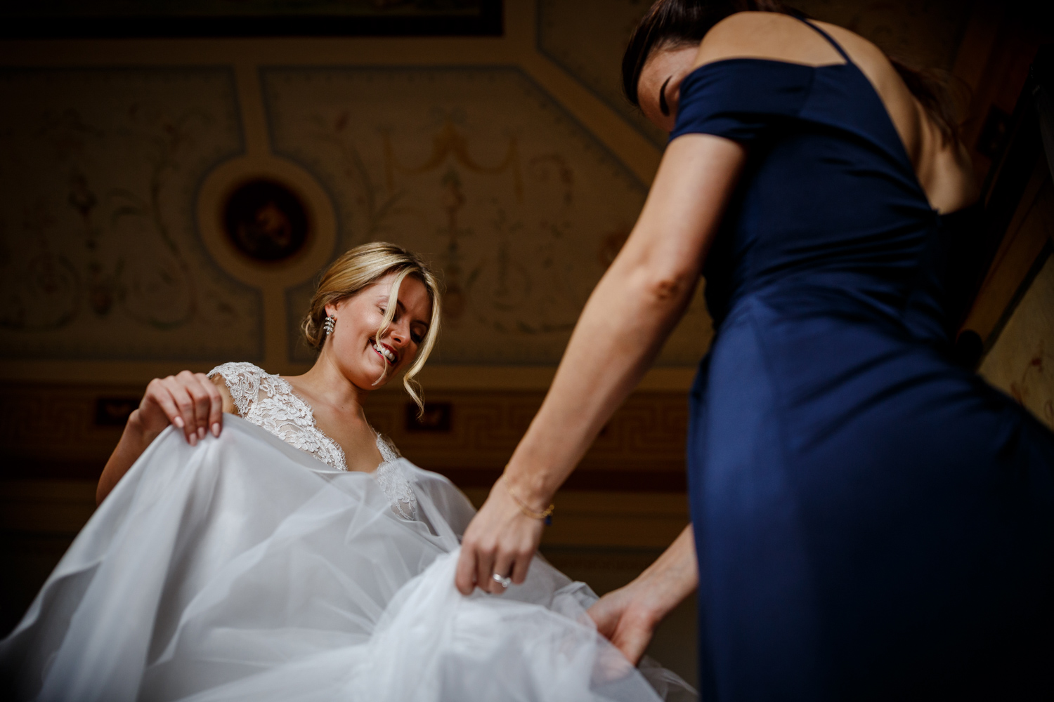 Putting on the wedding dress at Villa Catignano