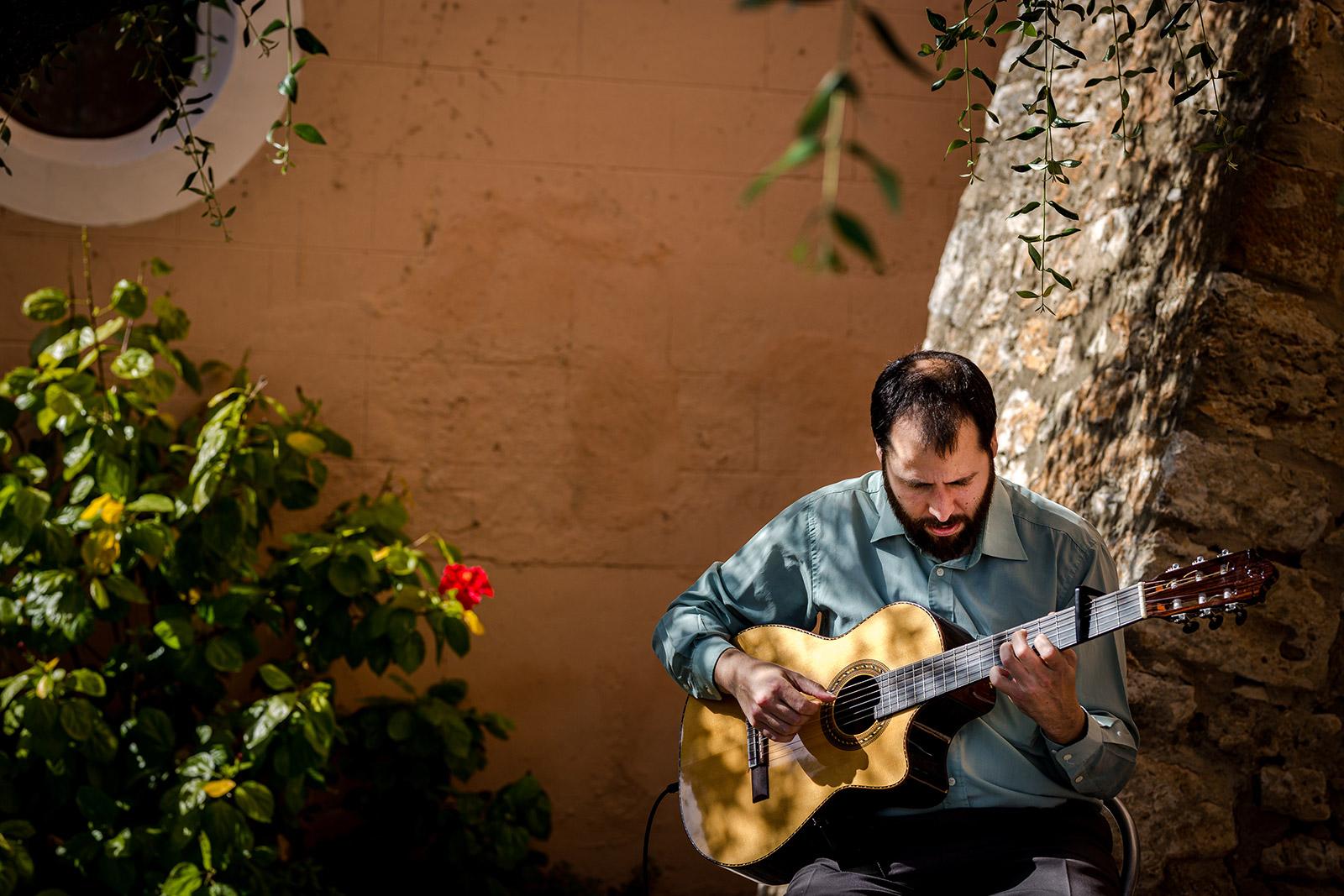 Live music at a Torre del Veguer Wedding